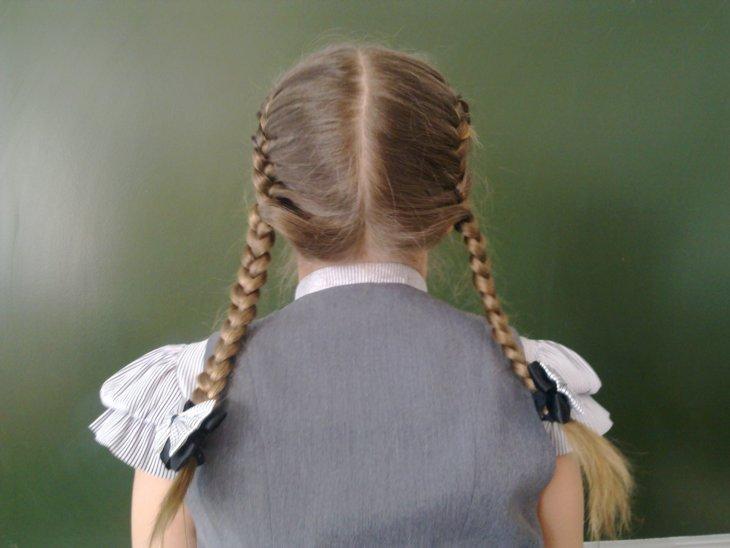 Трихолог призвала женщин не заплетать тугие косички своим дочкам: это ведет к выпадению волос