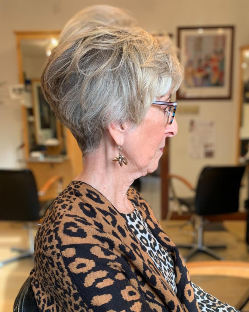 Женщины в возрасте не обязаны ходить только с седыми волосами! На какие оттенки стоит обратить внимание импозантным дамам