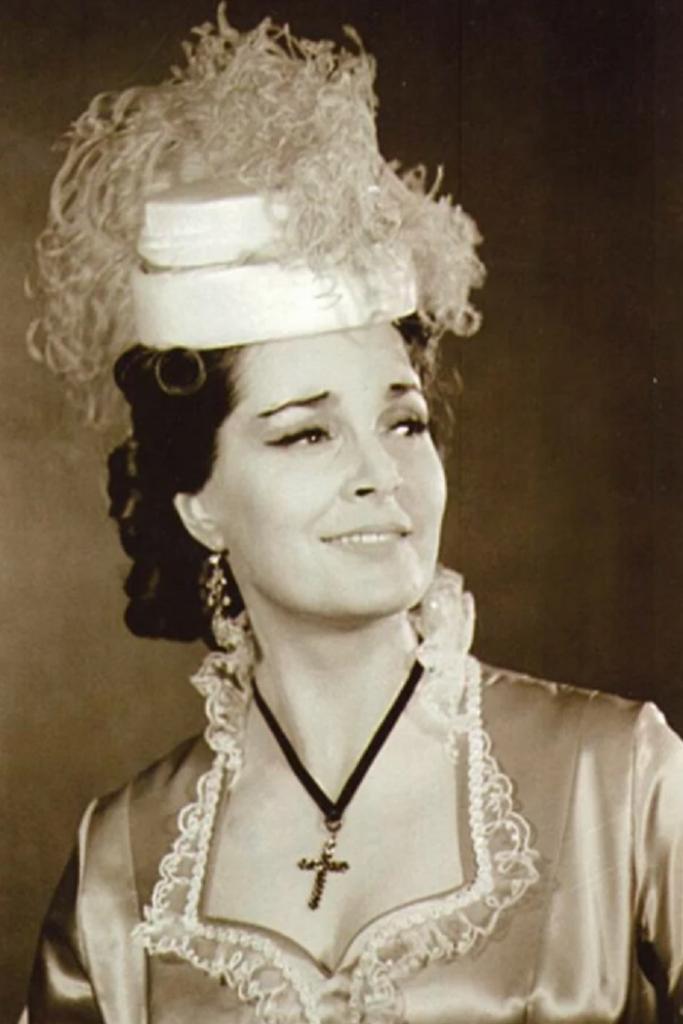 Три секрета молодости Элины Быстрицкой: бинты, гимнастика и особая система питания (даже в 90 лет актриса восхищала всех своей красотой)