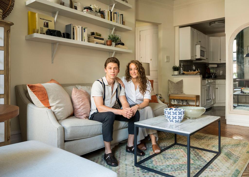 Молодая пара долго не могла решить, какую квартиру снять: с двумя спальнями или одной спальней и террасой. Во время поисков им подвернулся и третий вариант