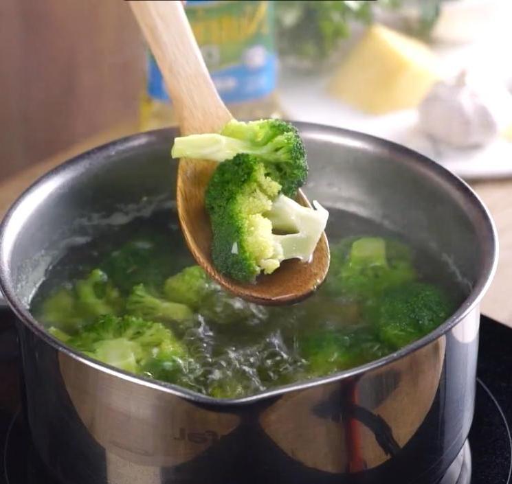 Готовлю котлетки из брокколи, сыра и картошки: со сметаной просто волшебно
