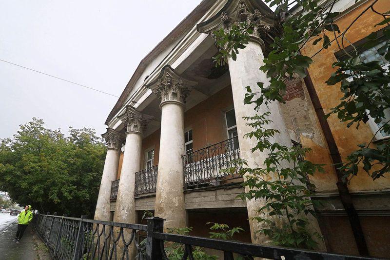 Народная усадьба: жители Екатеринбурга своими силами пытаются восстановить историческое здание купеческого дома