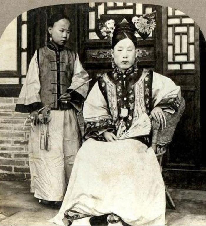В былые времена знатные китайцы и китаянки носили длинные ногти и красивые футляры для них (фото)