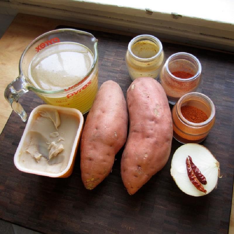 Крем-суп из сладкого картофеля и бекона: очень сытный, я наедаюсь небольшой тарелочкой