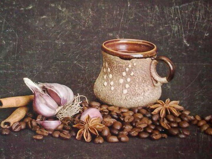 Подруга - большой любитель кофе. Для тонуса она готовит интересные варианты, например, с имбирем или чесноком