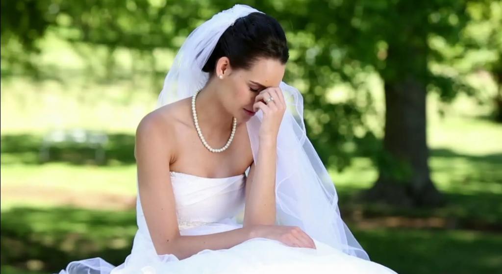 На свадебных фото люди приняли мачеху за невесту: волна осуждения накрыла женщину