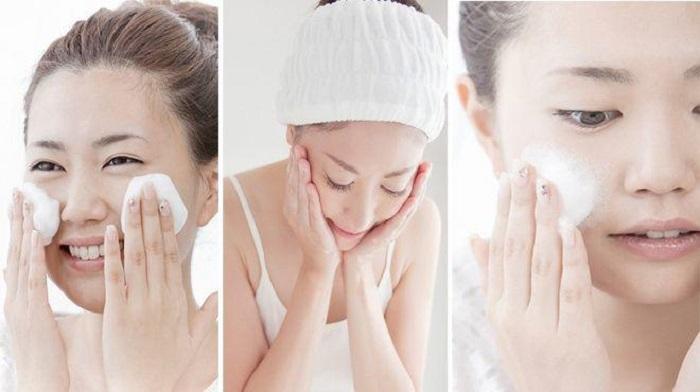 После длительного ношения маски кожа на лице сильно раздражается: подруга-косметолог дала несколько бесценных советов