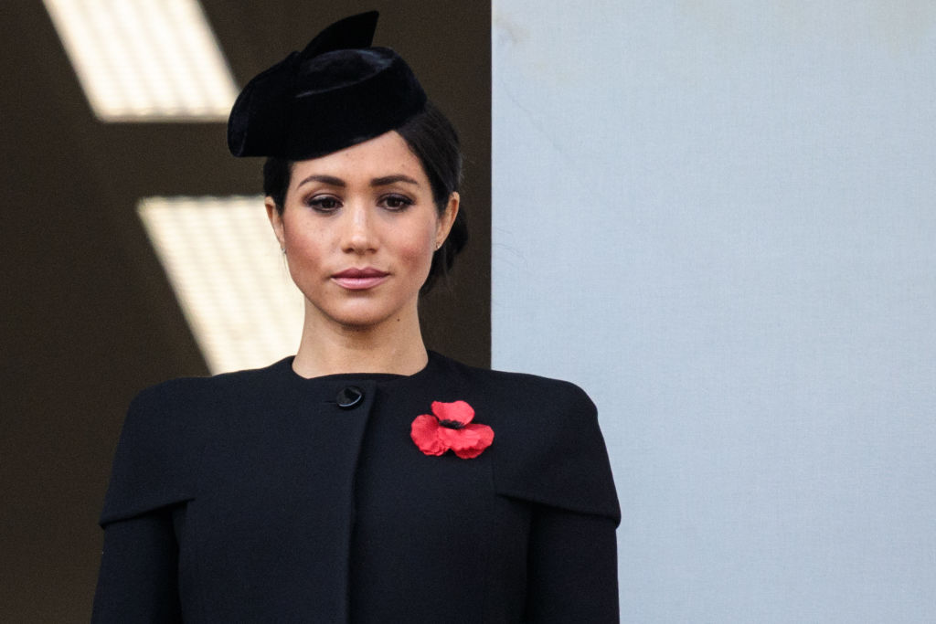 Кислое послевкусие праздника: хотя члены королевской династии поздравили Меган Маркл, реальность дня рождения герцогини несколько омрачена