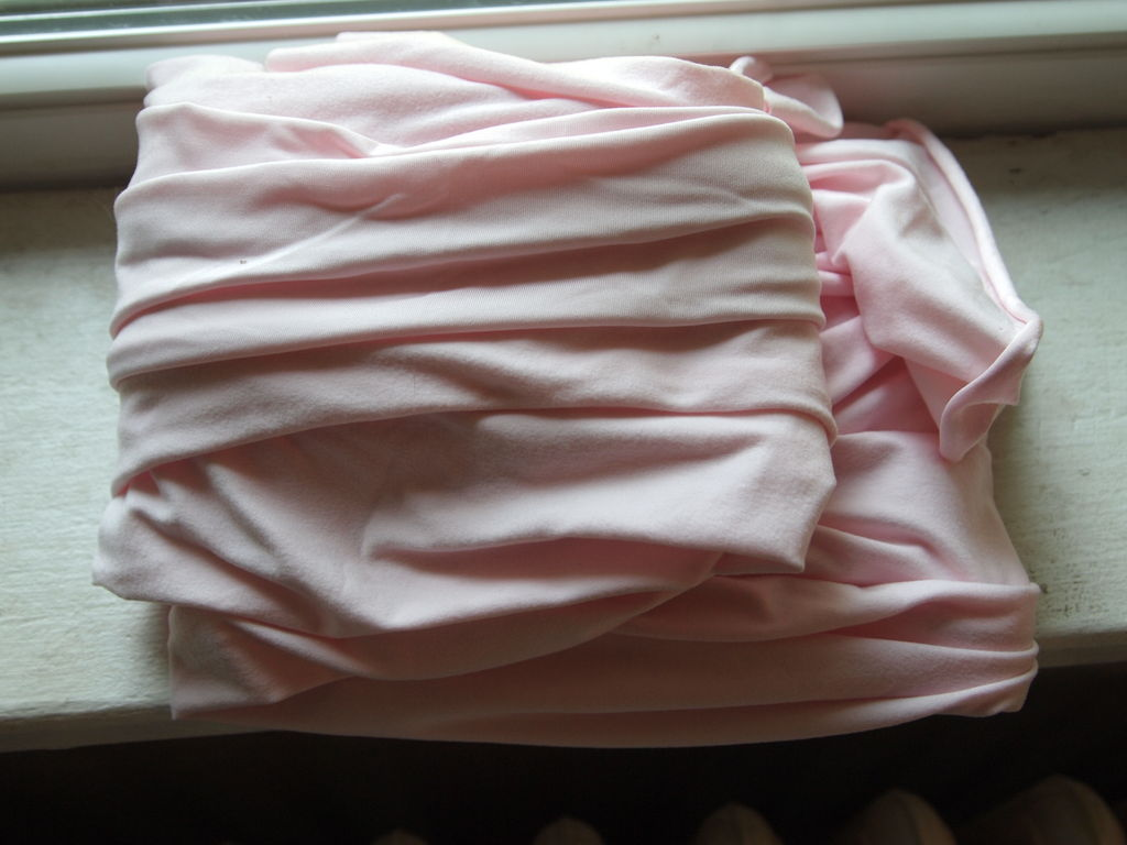 Летнее украшение, которое обойдется вам в копейки: стильный браслет-бант из обычной ткани