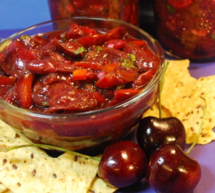 Пряная сальса с вишней: нестандартный рецепт соуса с кусочками кисло-сладких ягод