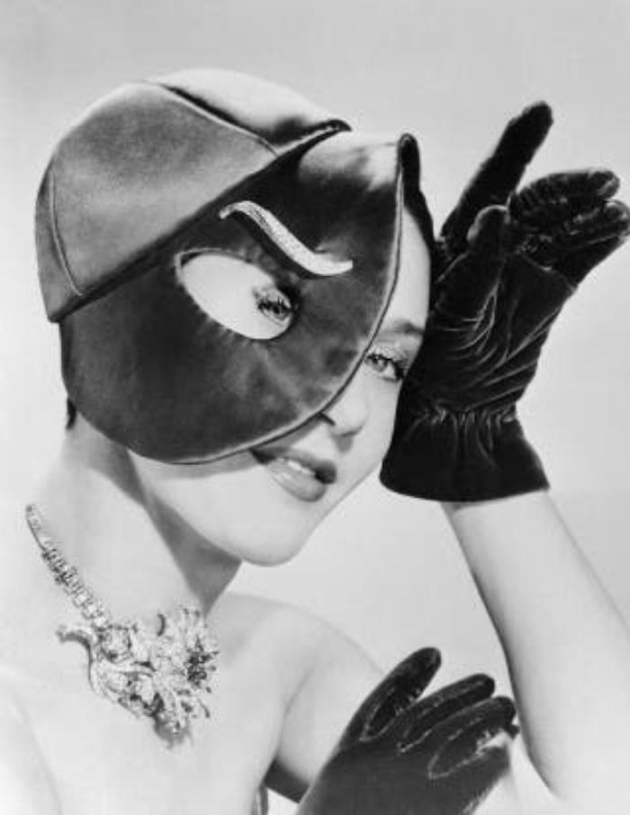 Дамские шляпки в стиле сюрреализм от Эльзы Скиапарелли   модельера, которая не любила подчиняться моде