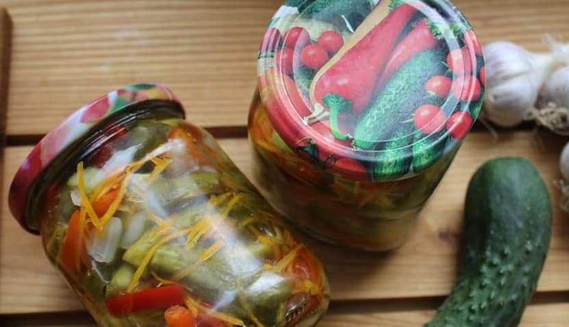 Самая любимая закрутка мужа - салат Королевский. Делаю его с огурцами, морковью и оливками
