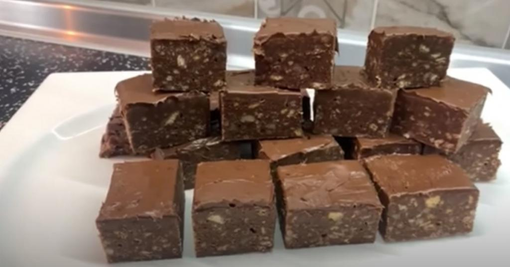 Мои дети обожают шоколадные десерты. Я нашла простой рецепт (без выпечки) и теперь готовлю это угощение 2-3 раза в неделю