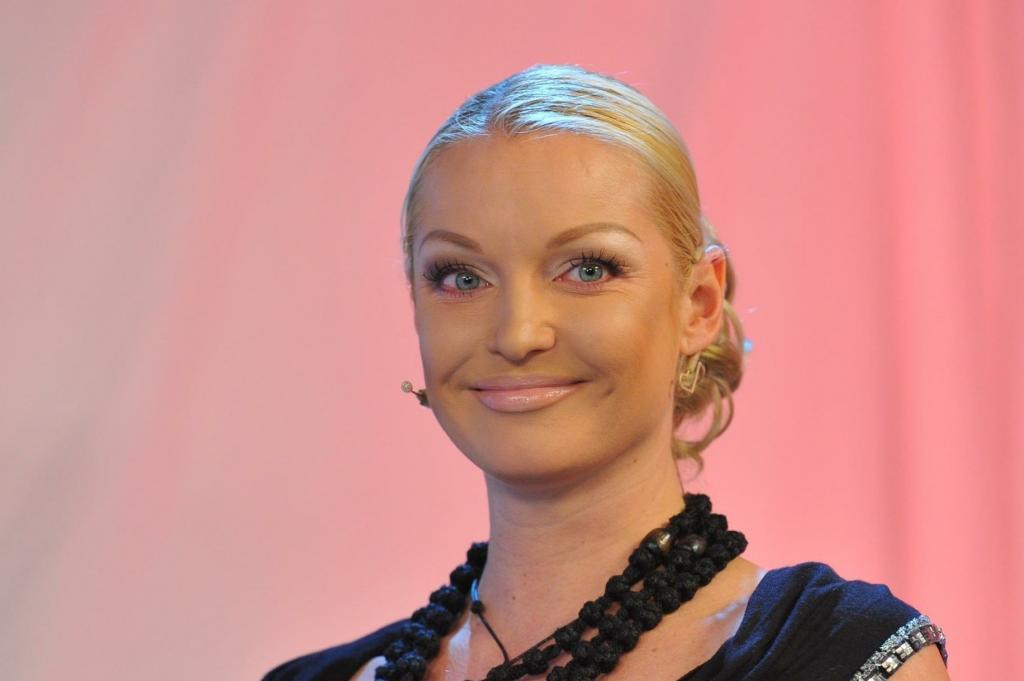 Именная купель выставлена на продажу: Анастасия Волочкова продает свои вещи на оплату штрафов