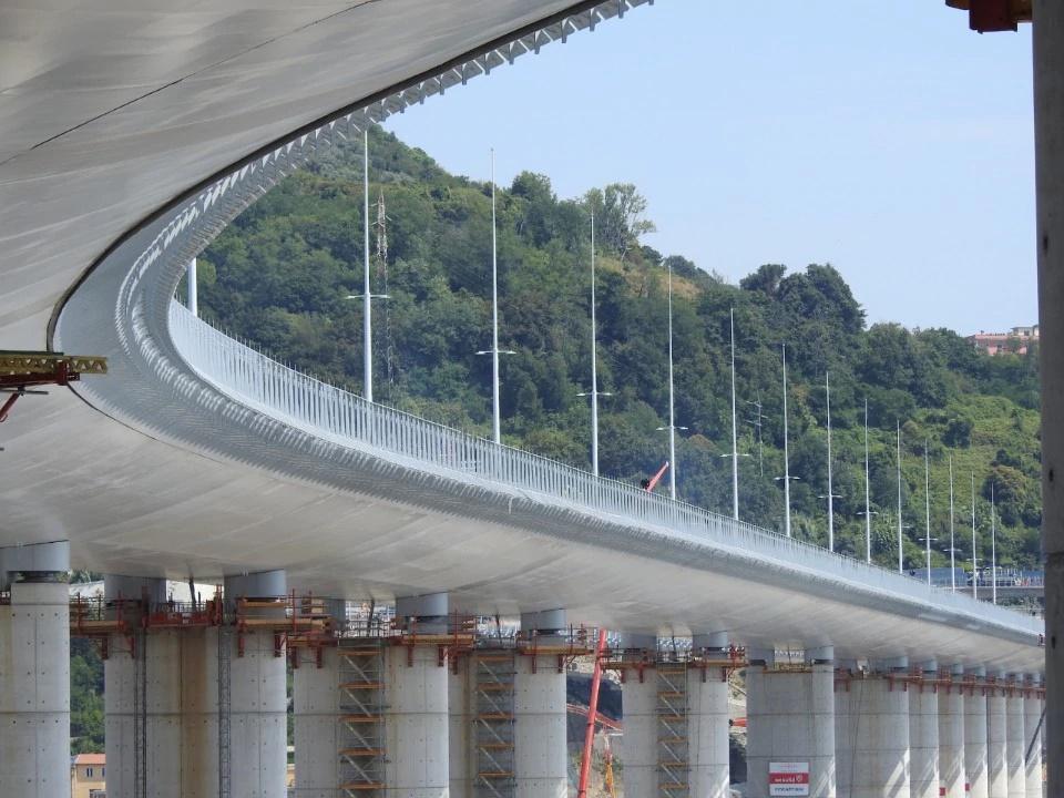 Торжественное открытие нового моста Генуи: виадук Genova San Giorgio длиной более одного километра, расположенный на высоте 45 метров, назван Хрупкость