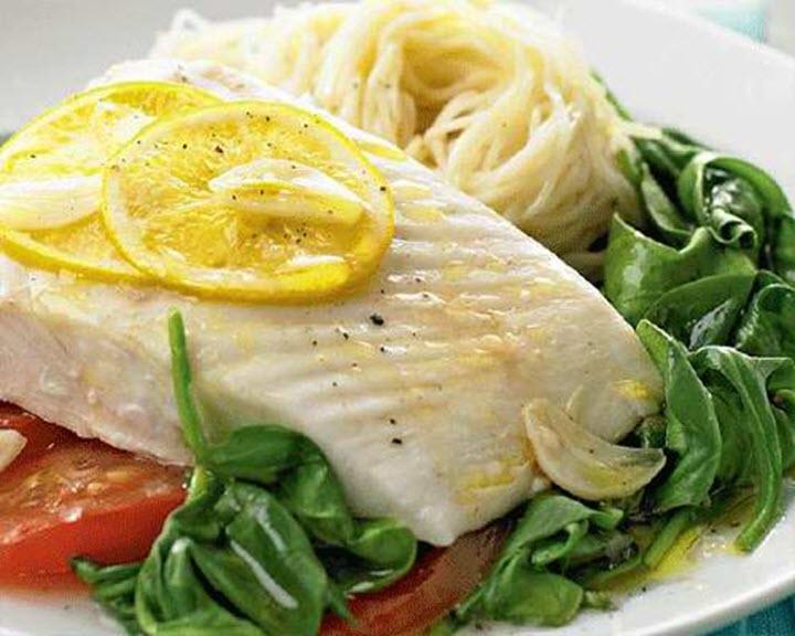 Моя рыба на пару всегда получалась сухой и невкусной: свекровь научила ее правильно готовить