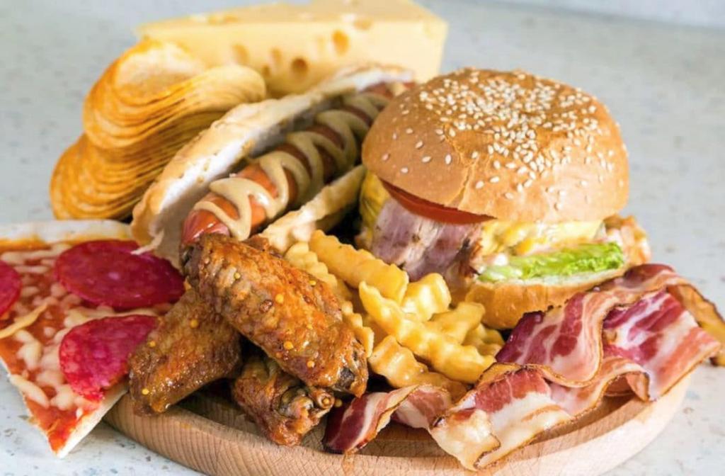 Как понять, что вы едите слишком много жирной пищи: сильное потоотделение и другие сигналы тела