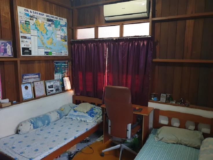 Молодой парень всего за две недели изменил интерьер в своей спальне, затратив минимум средств (фото до и после)