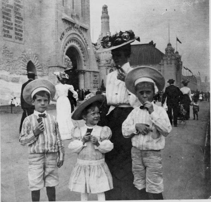 Люди впервые попробовали мороженое Рожок в 1904 году на выставке в Сент-Луисе: фотографии этого события