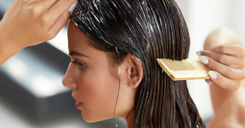 Очищающие, отшелушивающие, солнцезащитные средства, массажеры: за уязвимой кожей головы ухаживать так же важно, как и за волосами