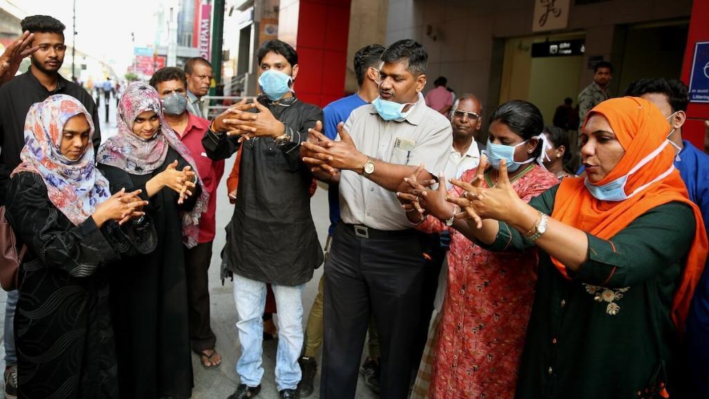 Пандемия, рассадившая индийских мужчин по домам, вынудила их подключиться к домашней работе