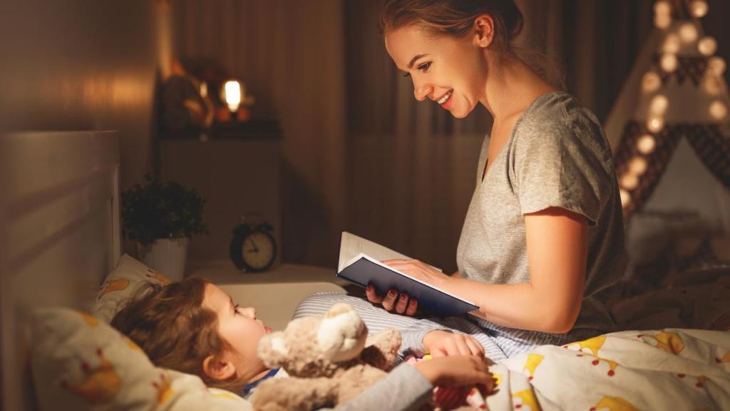Раньше я не любила читать детям сказки на ночь. Но мама меня убедила, что это очень важный момент воспитания