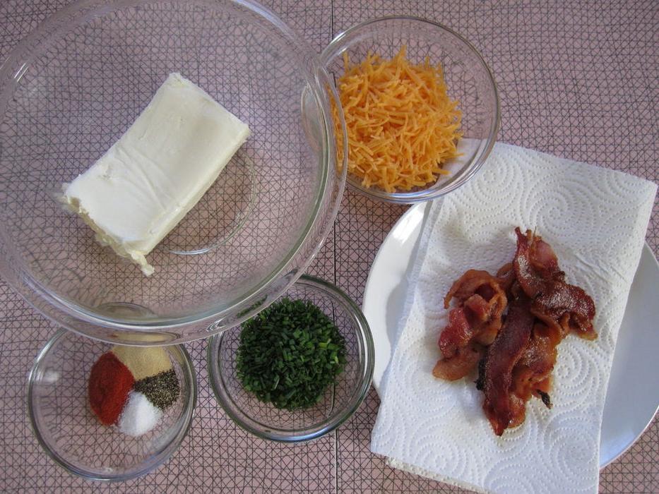 Сырные шарики с зеленым луком и беконом. Рецепт очень нежной и сытной закуски