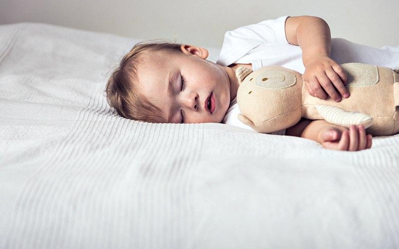 Укладываю спать годовалую дочь за 5 минут. Рассказываю о своем способе