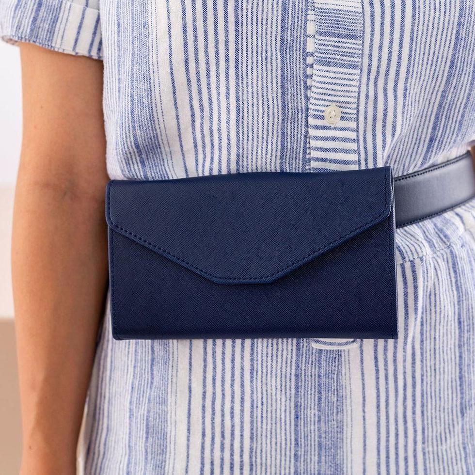 Давно не носила старый клатч и решила сделать из него модную поясную сумку: очень довольна результатом