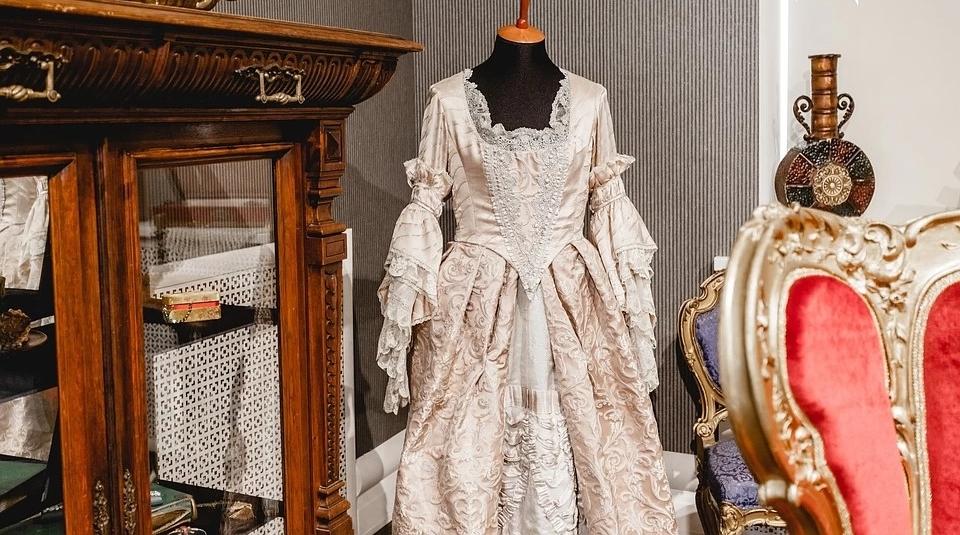 Платье, в котором играли и Екатерину Великую, и Анну Каренину: обновленная выставка студии Ленфильм ждет посетителей