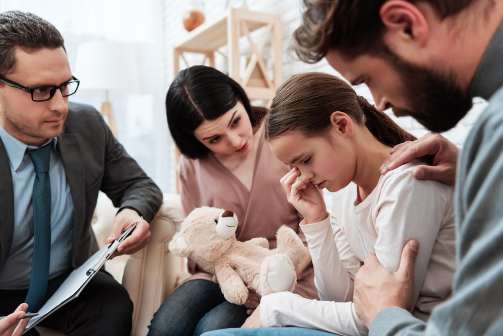 Родители-вертолеты часто мешают детям развить личностные и эмоциональные качества