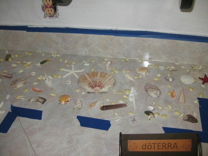 Навезла с моря кучу ракушек и обклеила ими фартук кухни: результат потрясающий