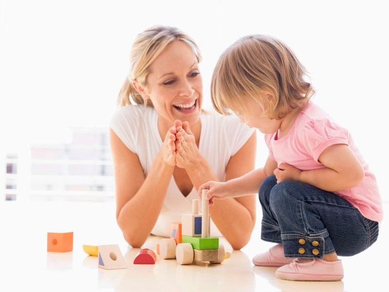 Как хвалить ребенка правильно: 7 фраз, которые родители не должны использовать