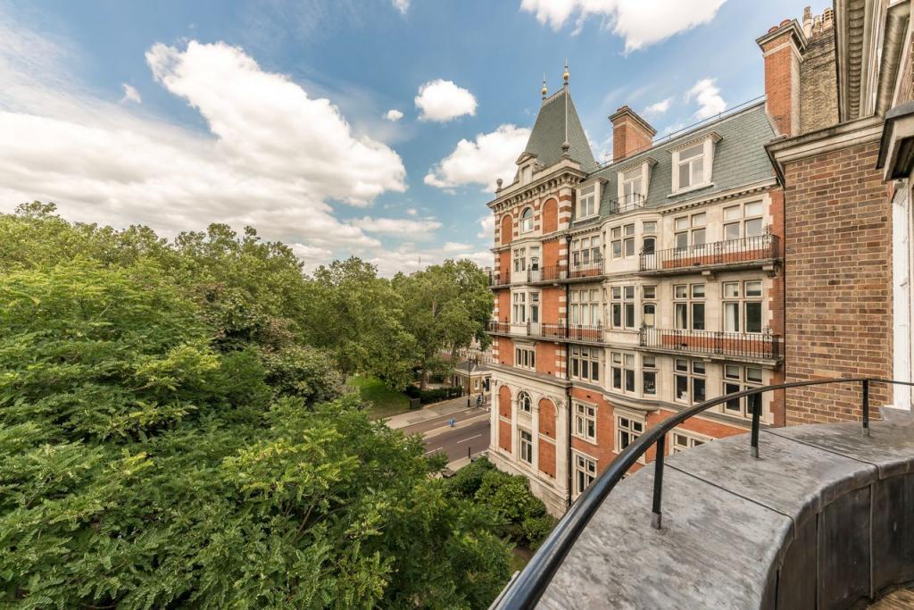 Винтажный дом в богатом районе Лондона был построен более 100 лет назад. После недавней реконструкции его цена взлетела до 12,1 млн $ (фото)