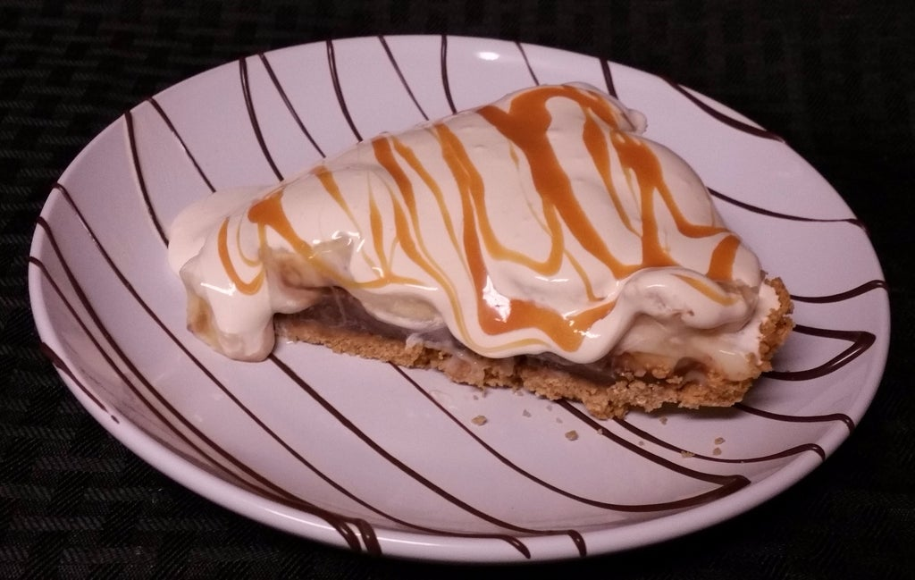 По праздникам готовлю свой фирменный пирог с бананом, шоколадом и карамелью: просто объедение