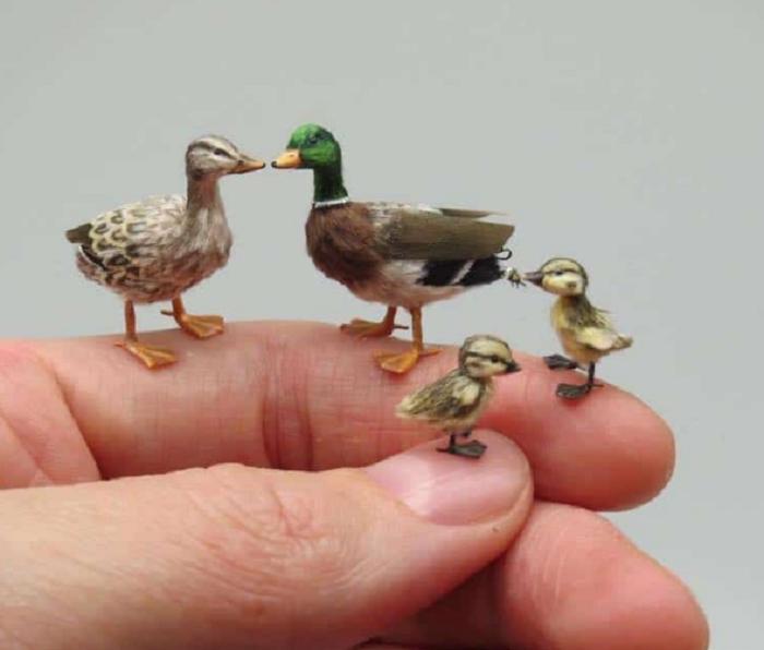 Биолог Фанни Сандор создает скульптуры миниатюрных животных, которые выглядят как настоящие
