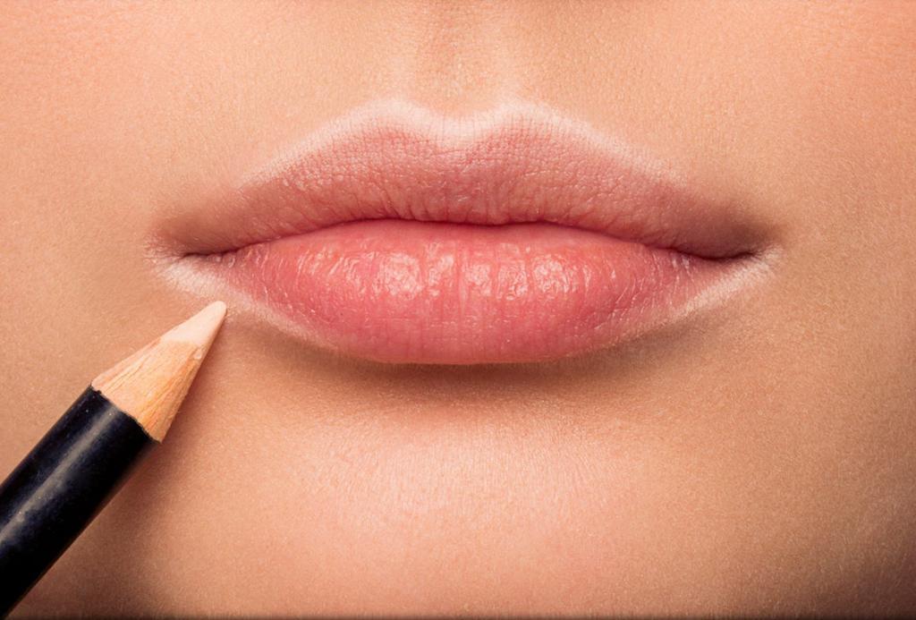 Макияж губ из 90 х: вы используете модный микротренд   контурный карандаш?