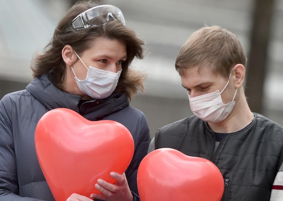 Растет движение Любовь - не туризм для разлученных пандемией влюбленных. Несколько европейских стран уже присоединились