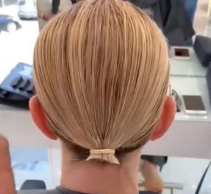 У женщины были очень тонкие волосы. Она обратилась к стилисту с просьбой помочь и вышла из салона настоящей красавицей