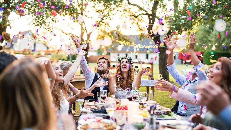 Невеста хотела сэкономить на свадьбе и обратилась в группу Отдам даром. Люди назвали ее слишком наглой