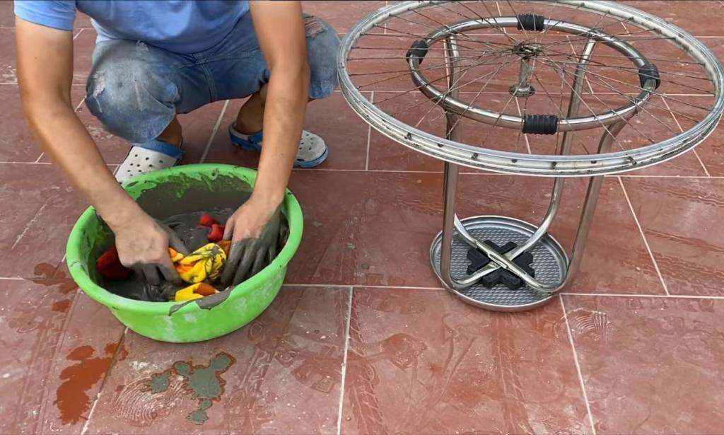 Шла ругаться с мужем, увидев, как он накрывает велосипедное колесо одеялом в цементе. Когда он объяснил, что мастерит, с нетерпением ждала его поделку