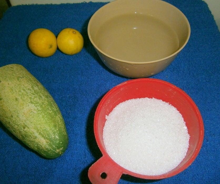 Спасаюсь от жары с помощью огуречно-лимонного щербета: готовлю его сама, так как необычный вкус десерта не найдешь ни в одном магазине