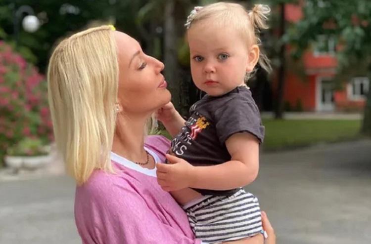Дочери Леры Кудрявцевой Маше исполнилось 2 года: как телеведущая отпраздновала день рождения и кто был в числе приглашенных звезд-гостей