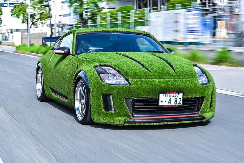 Газон на кузове: владелец решил сделать своему Nissan 350Z экологичный дизайн из травы