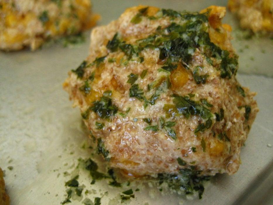 Воздушные булочки с сыром чеддер и чесночным маслом: хороши к борщу и супу