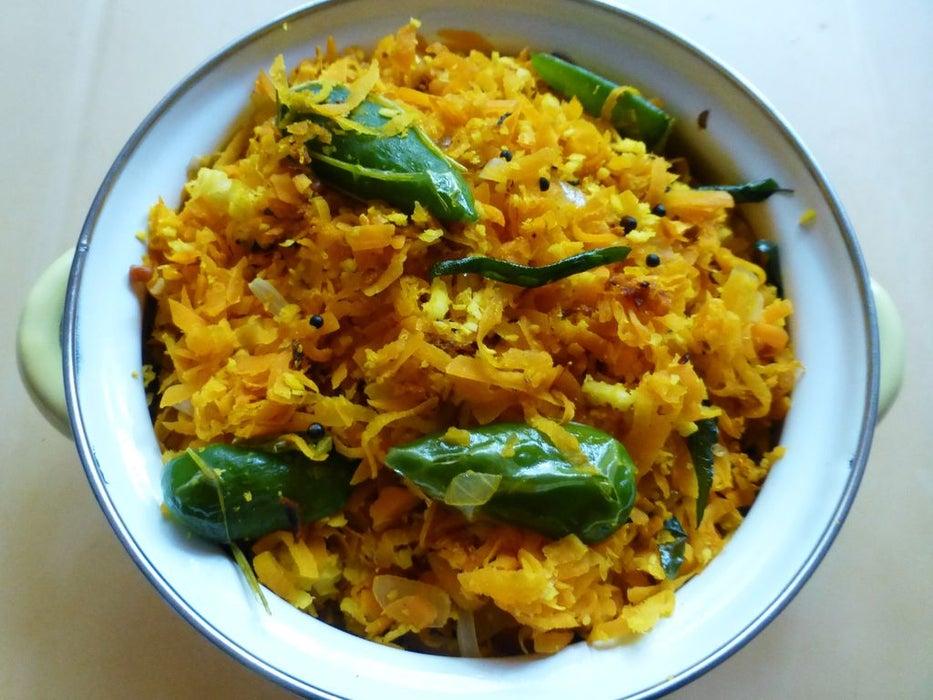 Мясо люблю подавать со своим фирменным салатом: готовлю его из моркови и кокоса