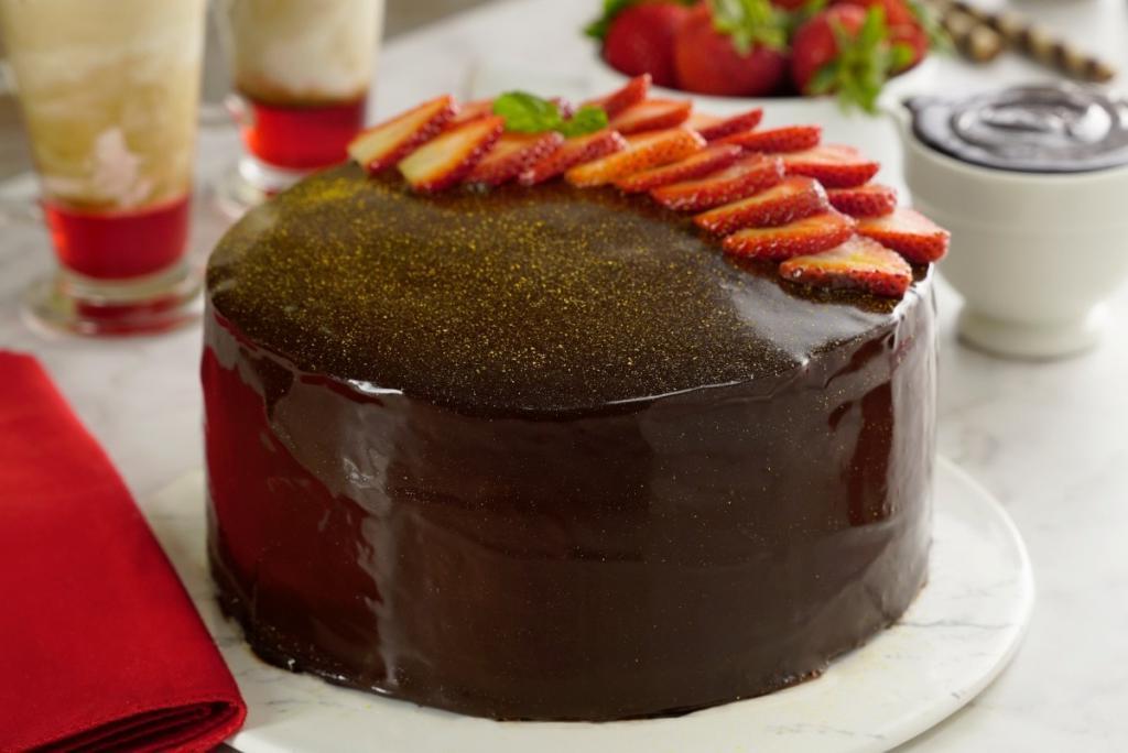С первого раза приготовила шоколадный торт с заварным кремом по рецепту знакомого повара. Муж до сих пор думает, что я купила его в кондитерской