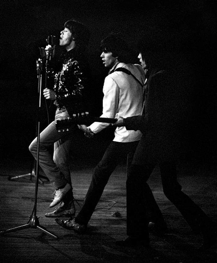 В 77 й день рождения Мика Джаггера вспомним, как в 1967 году The Rolling Stones пошатнули  железный занавес , дав концерт в Варшаве (редкое видео)