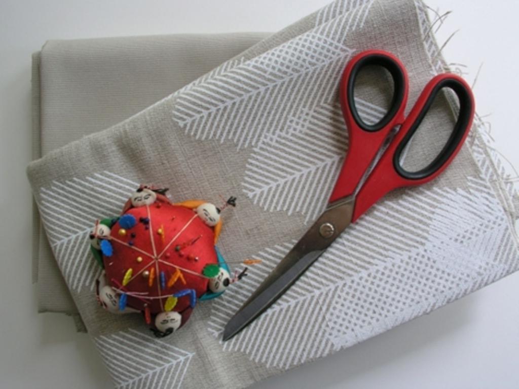 Сшила себе очень удобный садовый фартук с карманами: крой простой, а получается красиво и аккуратно