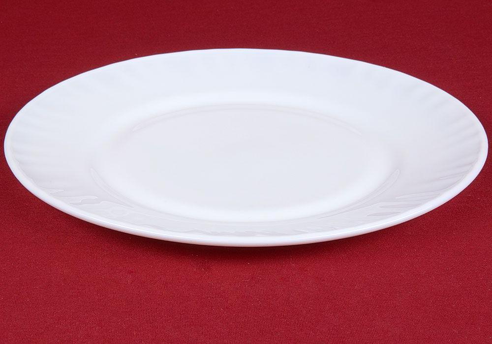 Белая, винтажная или цветная: что говорят о характере женщины тарелки в ее серванте